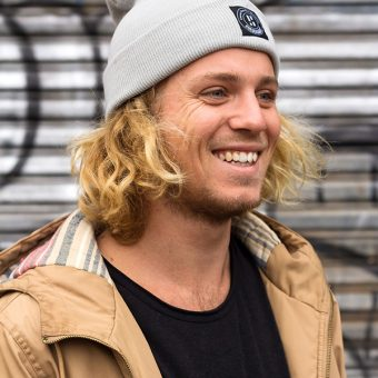 blond surfmodel joost